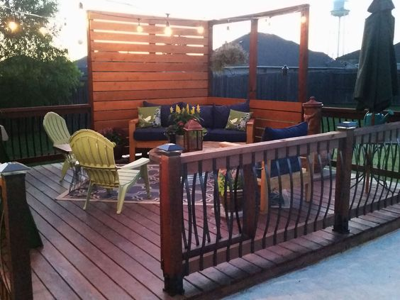 Privacy railings for decks aren't hard to build.